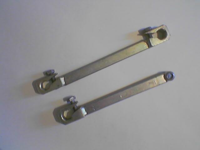 Ключики для прокачки тормозов.  В любом автомаге.  Размеры разные бывают.  На штуцера тормозов 10 надо.